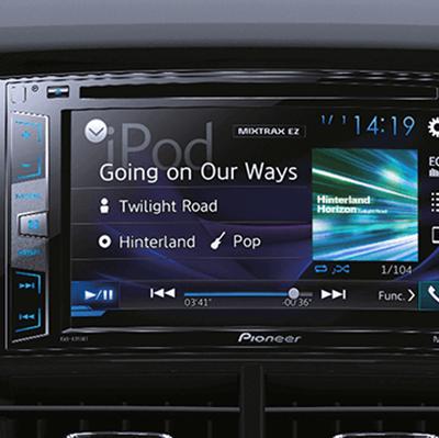 Pantalla Touch integrada con sistema de audio.   Sus pasajeros podrán disfrutar de la mejor música desde su pantalla táctil de 6.2'' compatible con DVD, CD, MP3, USB, AUX y Bluetooth.