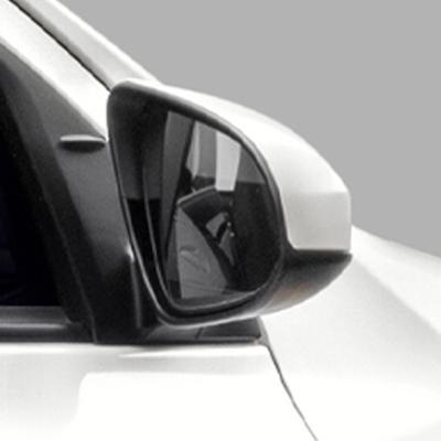 Espejos retrovisores exteriores   Del color de la carrocería y abatibles manualmente.