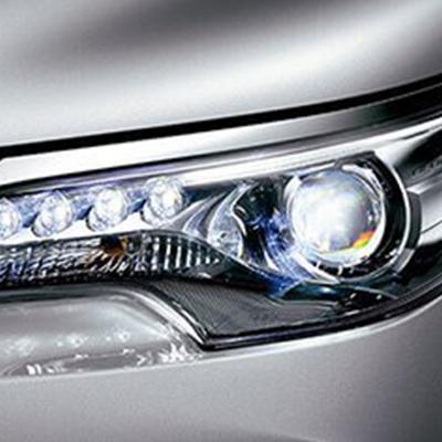 Faros halógenos   Faros halógenos tipo proyector en el frente y faros LED detrás. Además, en versiones High Grade se ofrecen faros frontales Bi-LED, con luces diurnas (DRL) con el fin de resaltar su aspecto moderno.