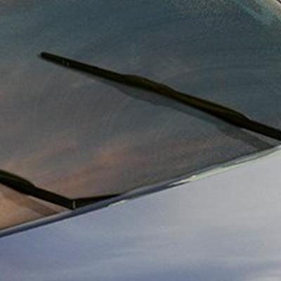 Limpia Parabrisas   Rediseñamos y reubicamos los limpia parabrisas en la parte más baja de la unión del parabrisas y el capot, para lograr gran amplitud y visibilidad.