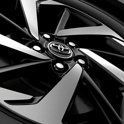 """AROS DE ALEACIÓN   Con un llamativo diseño en forma de turbina, estos aros de aleación cuentan con un acabado bitono metálico y negro. Disponible en 16"""" y 17""""."""