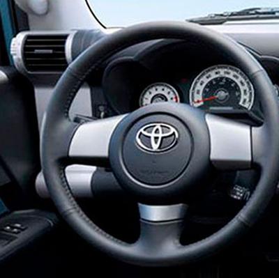 Consola Superior   Ten dominio total sobre tu FJ Cruiser. La consola superior pone al alcance de tus manos los controles que necesitas para afrontar desafíos off-road.