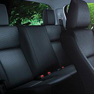 Asientos   El nuevo diseño abutacado de los asientos delanteros da mayor sujeción y estabilidad a piloto y copiloto.