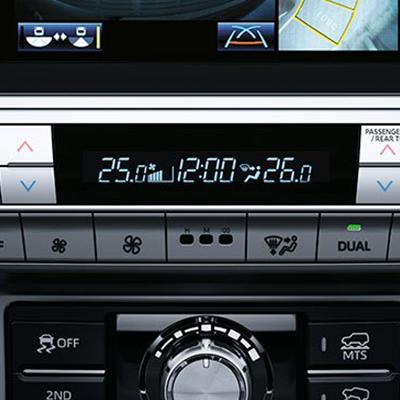 Aire acondicionado automático   Tanto el piloto como los pasajeros disfrutarán el clima perfecto de viaje ya que los ocupantes de los asientos traseros cuentan con su propio panel digital de temperatura.