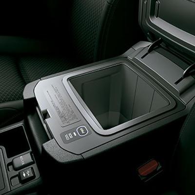 Compartimientos   Posavasos, porta botellas en puertas, guantera, bolsillos detrás de los asientos, colgadores, portalentes, entre otros. Incluye coolbox en la versión VX.