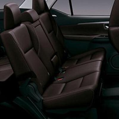 Tres Filas de Asientos    Fácil y rápido acceso a la tercera fila gracias al Sistema One Touch, que permite reclinar en dos tiempos los asientos de la segunda fila.