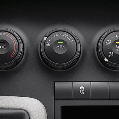 Aire acondicionado delantero.   Conduzca tranquilamente mientras el aire acondicionado mantiene la temperatura ideal en la cabina del conductor. (disponible según versión).