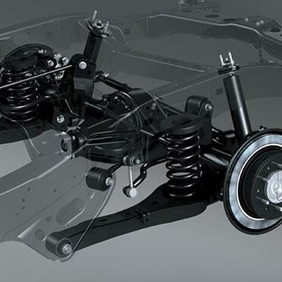 Suspensión   Una suspensión para cualquier terreno, que ha sido optimizada para brindar una sensación de conducción confortable. Suspensión delantera de doble horquilla con barra estabilizadora, y posterior de eje rígido con resortes helicoidales y 4 puntos de fijación (4-Link).