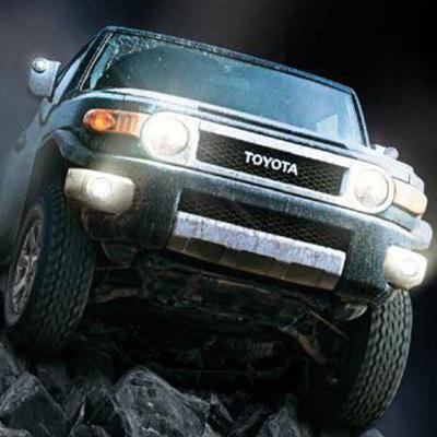 Tracción 4WD   Tracción 4WD Partial Time, que mantiene el vehículo en modo 2WD posterior hasta necesitar la tracción 4WD, con una mejor economización de combustible.