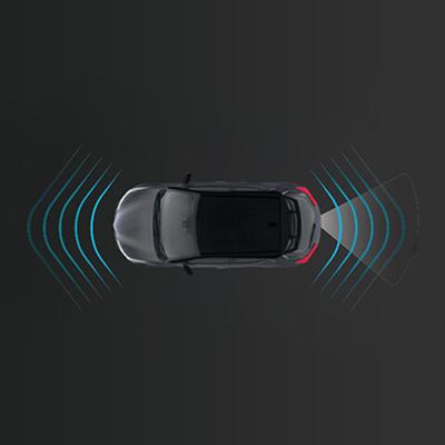 CÁMARA DE RETROCESO CON SENSORES   Nuestra cámara de retroceso con sensores delanteros y posteriores te indicará qué tan cerca estás de otro vehículo, previniendo posibles colisiones.