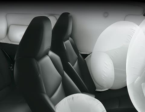 7 AIRBAGS Pensando en la seguridad de todos, el nuevo Corolla Cross cuenta con airbags para el piloto, copiloto, laterales, cortinas y rodillas.