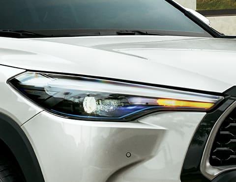 FARON DELANTEROS BI-LED TIPO PROYECTOR CON AHB Y MARCO AZUL Con Control Automático de Luces de Carretera para brindarle seguridad a otros conductores y encendido automático con DRL (Disponible según versión).