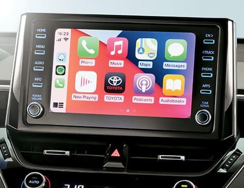 SISTEMA DE AUDIO CON PANTALLA TÁCTIL DE 8° Sistema equipado con radio AM/FM, CD/DVD, USB, Bluetooth, Apple CarPlay® y Android Auto ®.